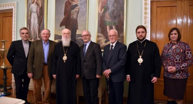 Патріарх Філарет нагородив медаллю начальника Кременчуцького обласного госпіталю інвалідів війни Миколу Литвиненка