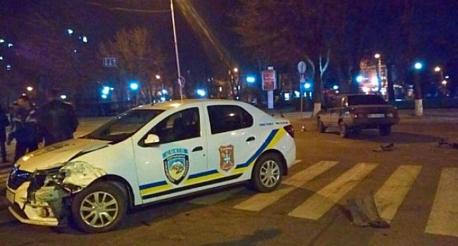 В центре Кременчуга столкнулись автомобиль охранной фирмы и частная легковушка
