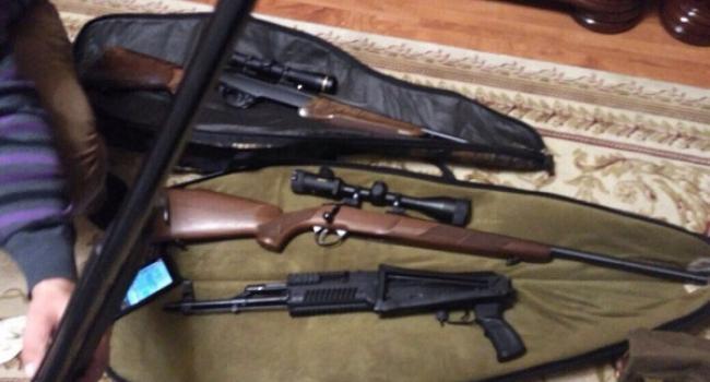 СБУ знайшла у Овчаренка та його спільників арсенал зброї невідомого походження