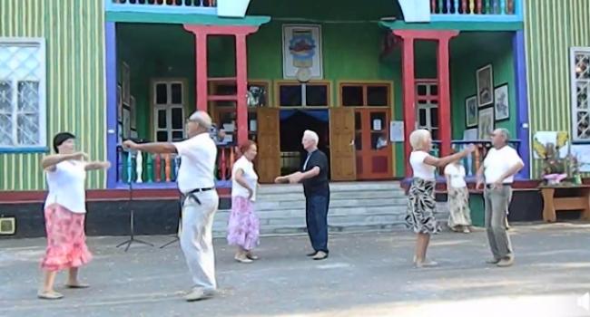 Коли старість у радість: танцювальний колектив кременчуцьких пенсіонерів може дати фори молодим