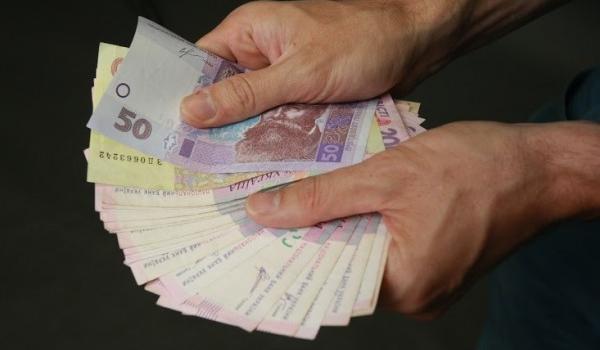 Кременчугский исполком разрешил техничкам в школах платить зарплату из бюджета, а не из родительских денег