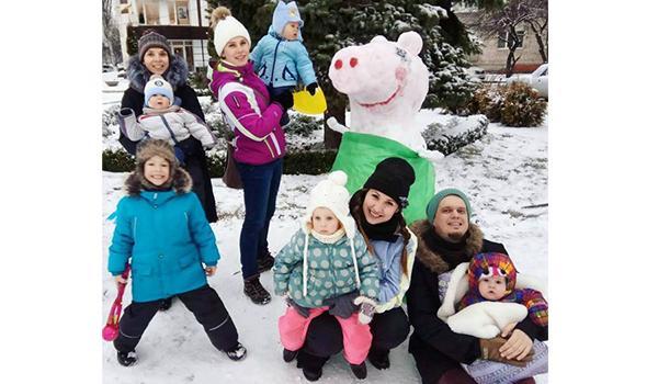 Поки не розстануло: кременчужани встигли зліпити сніговиків і зробити світлини