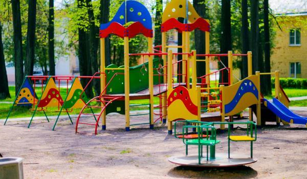 Деньги есть, детских площадок нет: мэр Малецкий нервничает