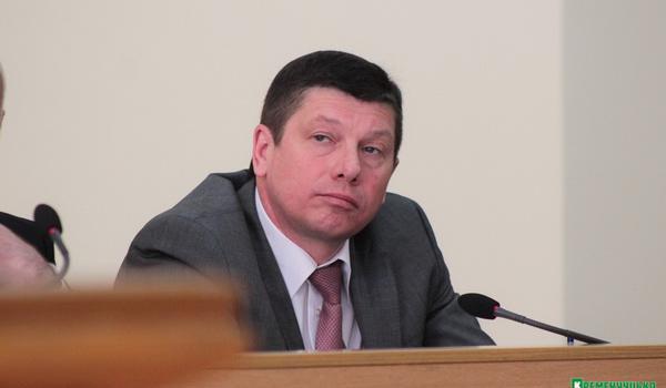 Доходы главы Кременчугского горрайонного центра занятости Калашника падают, но зато появилась Toyota Camry