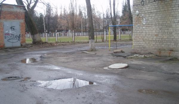 На ремонт внутриквартальной дороги на «Авроре» у города «постоянно не хватает денег»