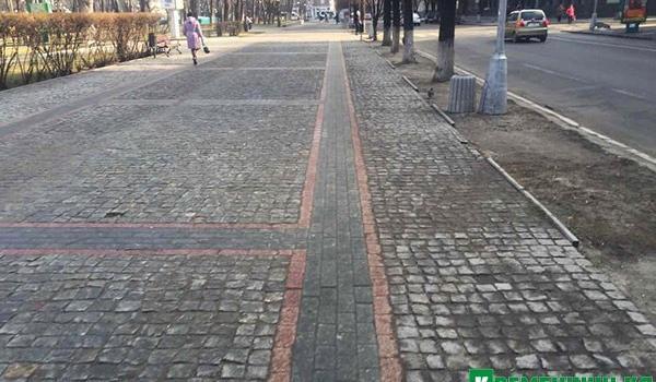 Деньги на ветер: тротуар  по улице Соборной, возле сквера Бабаева, уже начнут перекладывать в этом году