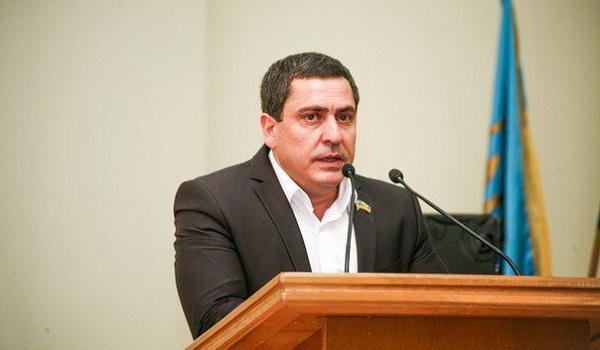 Бізнесмен і депутат-«безхатченко» Геннадій Іванян змагається за мільйонні тендери