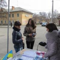 Мобильный информационный центр помогал переселенцам