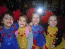 «Беззубые куколки» решили похвастаться новогодними костюмами