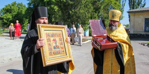 С 25 мая в Троицком храме находится частица святых мощей Георгия Победоносца