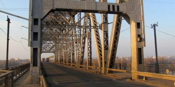 Сегодня движение по Крюковскому мосту будет ограничено