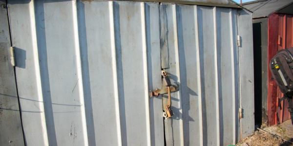 «Чернуху» на Малецкого выкинули из гаража, где она хранилась