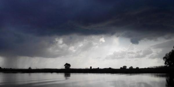 Диковинные тучи и радуга над Крюковом – воскресенье, 8 мая в Кременчуге