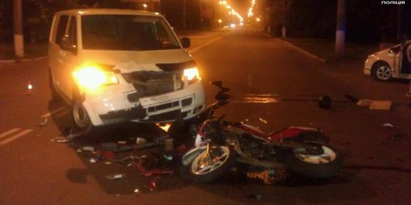 В Кременчуге мотоциклист врезался в машину