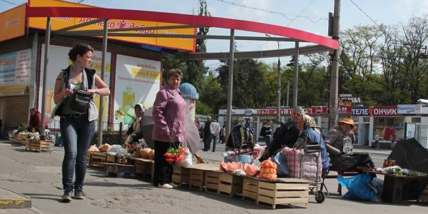 Стихийные торговцы заполонили улицы Кременчуга
