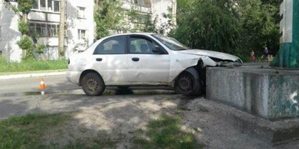 Пьяный водитель врезался в билборд в Крюкове