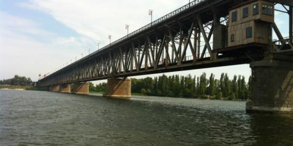 С Крюковского моста прыгнули двое мужчин