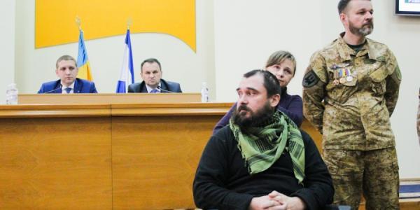 Воины АТО требуют от депутатов дать квартиру инвалиду «Альпинисту»