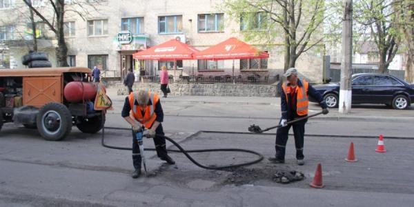 Сегодня ремонтируют дорогу на улице Пролетарской