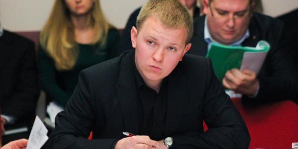 Помощник нардепа: Шаповалов покупал мороженое детям за свои личные средства
