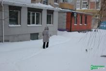 Коммунальный хаос: двор вице-мэра Усановой давно не видел дворника