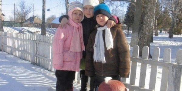 На Полтавщине второклассница спасла из огня младших брата и сестру