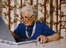 Внук стырил у своей бабушки ноутбук