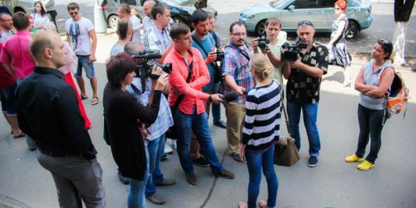 «Русофобы» Кременчуга едва не линчевали подозреваемую в сепаратизме кременчужанку