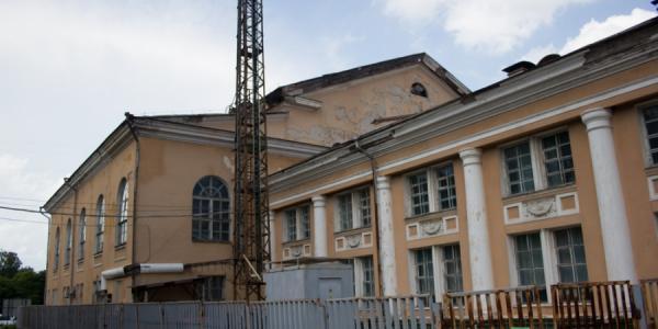 Сегодня начался капремонт ДК «КрАЗ», который финансирует нардеп Жеваго