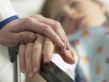 Отец пострадавшей из-за утечки газа девочки, просит мэрию выделить деньги на ее лечение