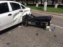 В Кременчуге 17-летний мотоциклист врезался в машину