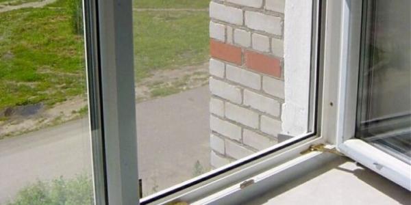 В Крюкове мужчина выпал со второго этажа