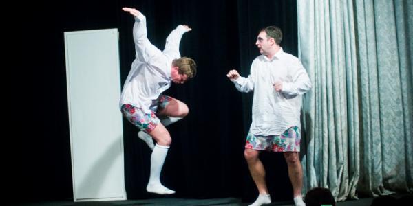 Артисты театра «Мо» остались на сцене ГДК без трусов