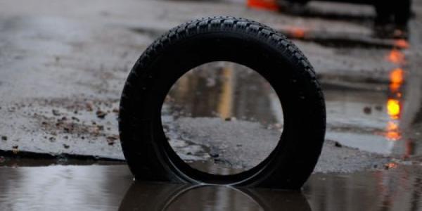 Мэр Малецкий призвал водителей фотографировать ямы на дорогах и жаловаться ему по телефону 15-63