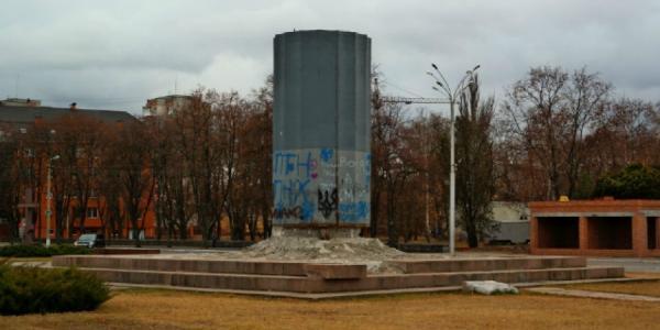 Мэр Малецкий до сих пор не знает, как убрать «памятник вандалам»