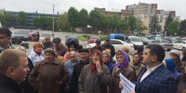 Реевчане требуют на митинге в Кременчуге нового перевозчика (дополнено)