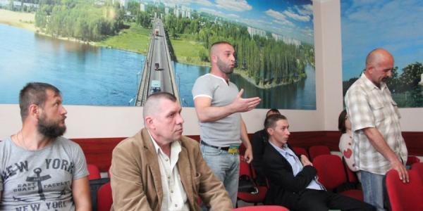 Участники АТО требуют снятия вопроса продажи земли в сквере в центре Кременчуга