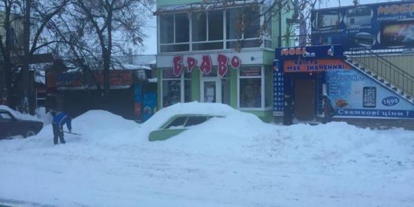 Мэр Малецкий сказал, куда звонить кременчужанам, если у них не почищены дворы и дороги