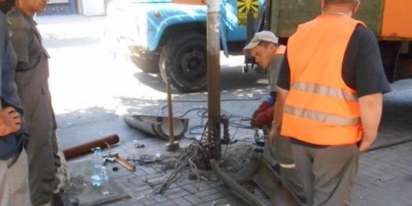 Фотофакт: на ул. Ленина ремонтируют электроопоры