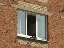 На Молодежном с третьего этажа выпал мужчина