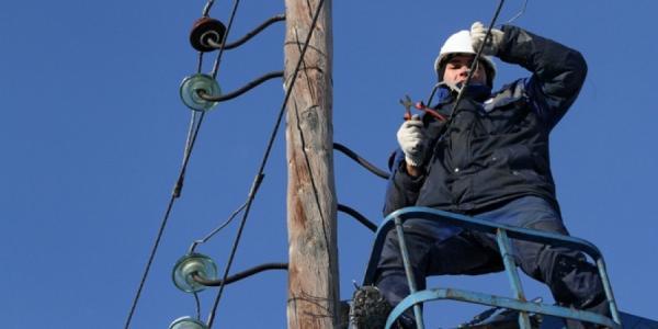 Сильный ветер в Кременчуге повредил электросети