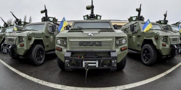 Министр обороны и Секретарь СНБО на передовую ездят на кременчугском Кугуаре
