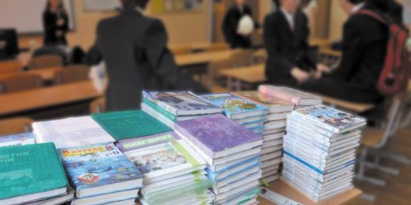 Кременчугским чиновникам упростили процедуру закупки учебников для 4 и 7 классов
