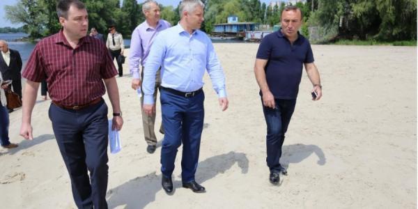 Кременчугские чиновники на пляже решали купаться или нет