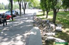 Каменный парапет Приднепровского парка разрушил нетрезвый водитель