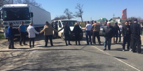 На Полтавщине протестующие перекрыли трассу Киев-Харьков