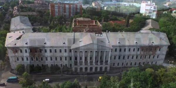 Жеваго хочет купить и реконструировать кадетский корпус в Полтаве, а Минкульт – против