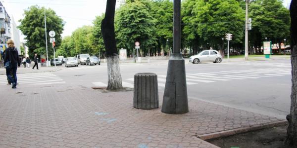 Урны в Кременчуге начали ставить через каждые 50 метров