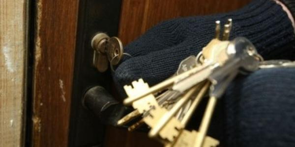 В Кременчуге украли электроинструмент, серебро, телефон и деньги