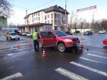 Фотофакт: В центре города столкнулись мопед и иномарка